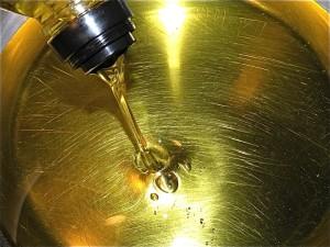 Comment jeter de l'huile après les fritures et économiser l'eau