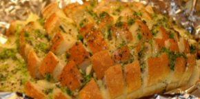 Pain fleurissant au fromage et à l'oignon